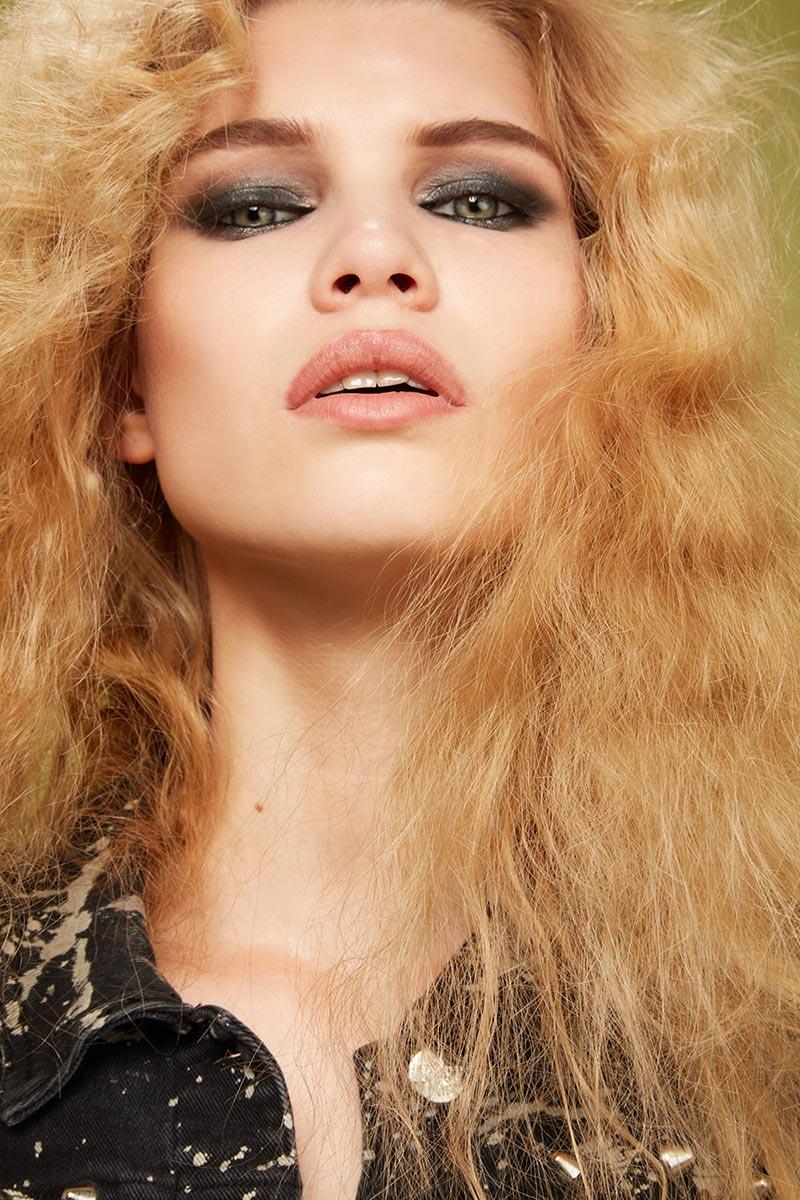 capelli ricci biondi lunghi