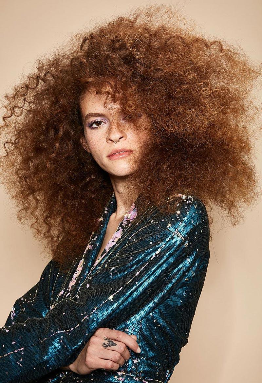 capelli ricci voluminosi
