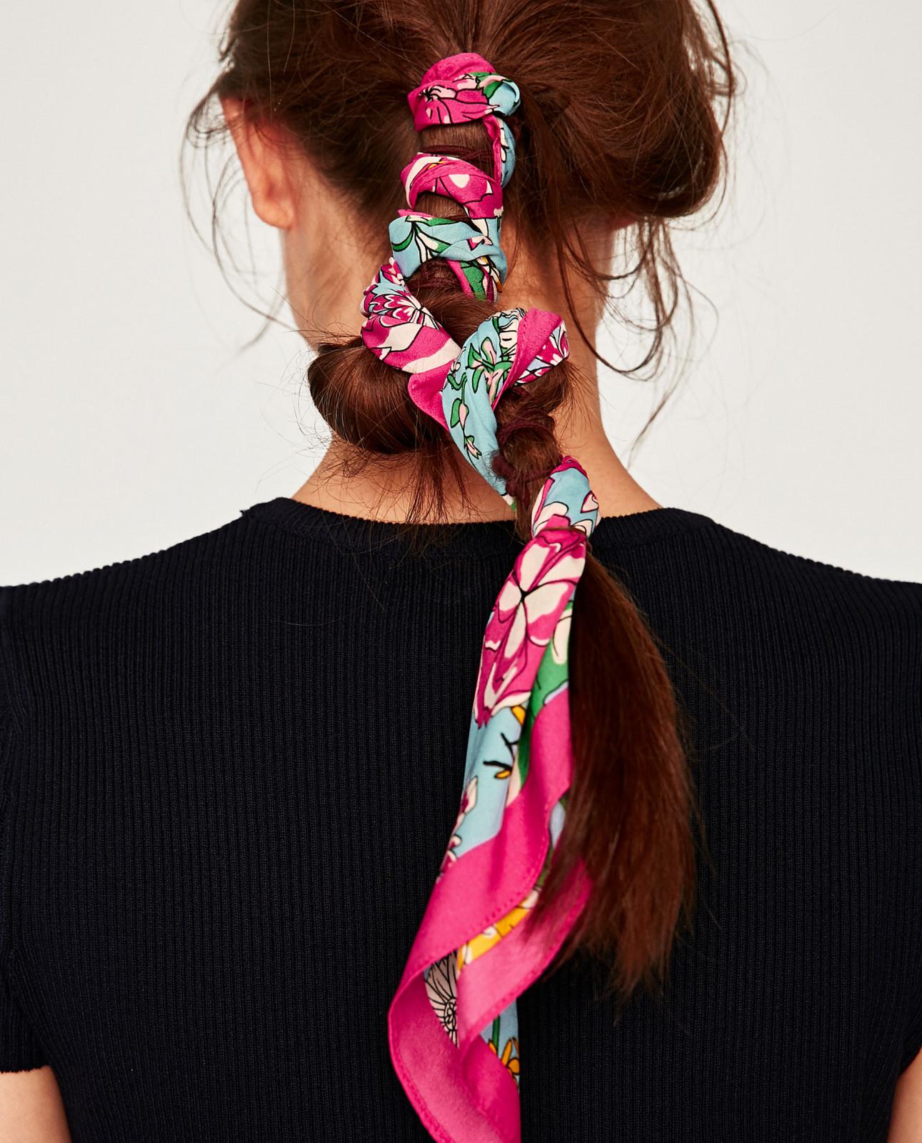 Addio elastico: le alternative per legarsi i capelli
