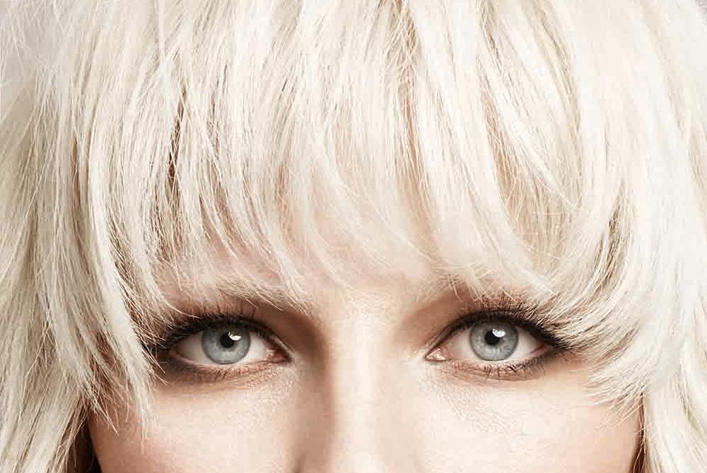 Frangia XXL, l'hair trend più glam