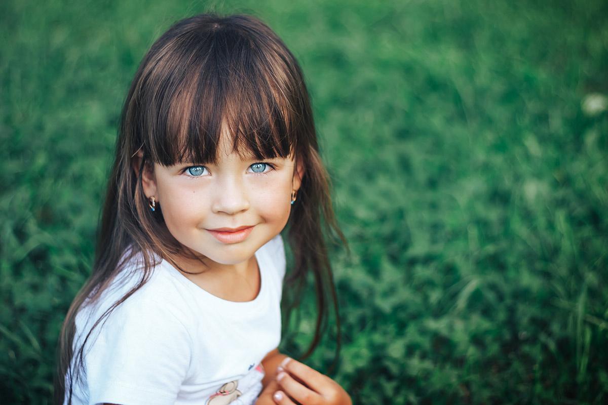 Come tagliare i capelli lunghi a una bambina