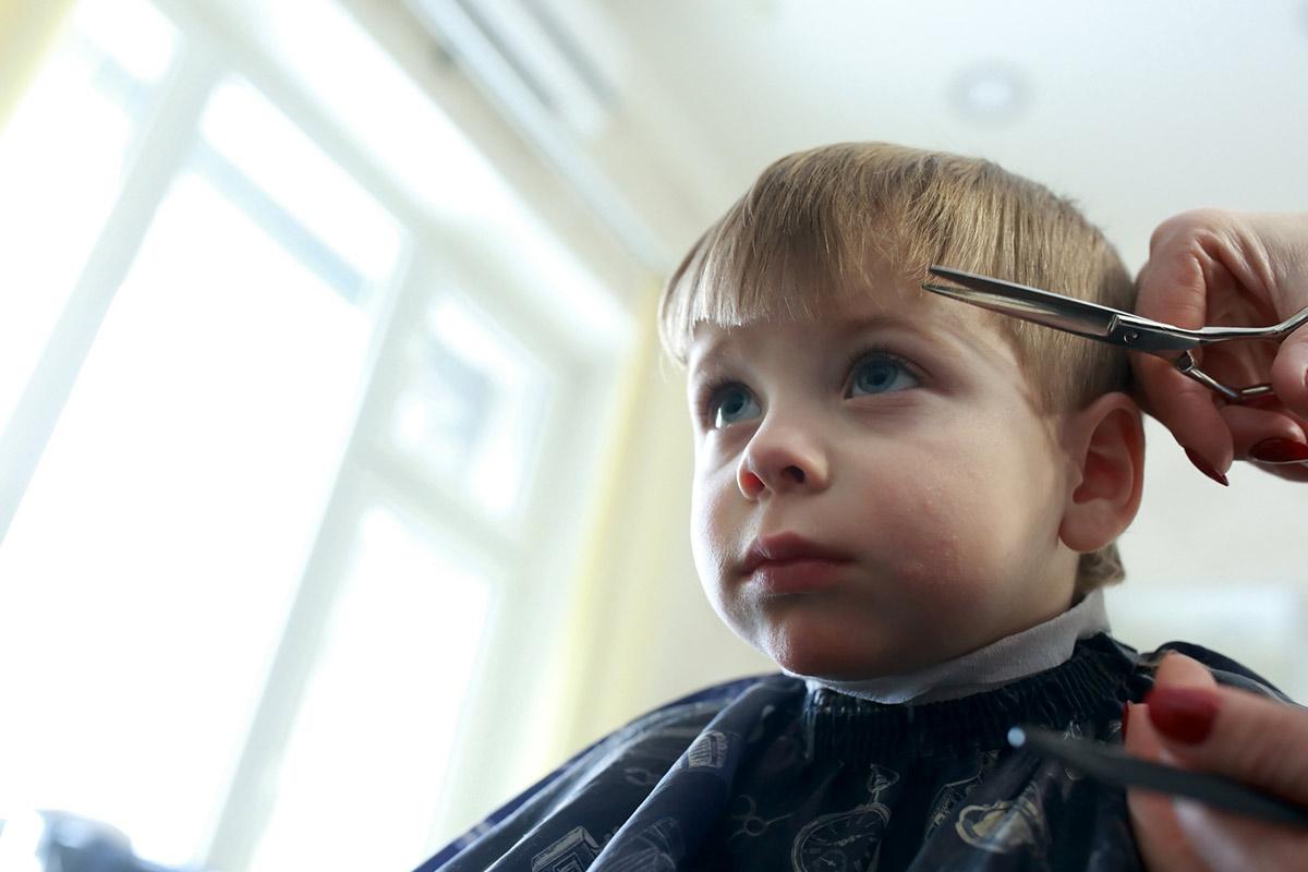Come tagliare i capelli ai bambini i consigli Toni Guy  63cb1407317f