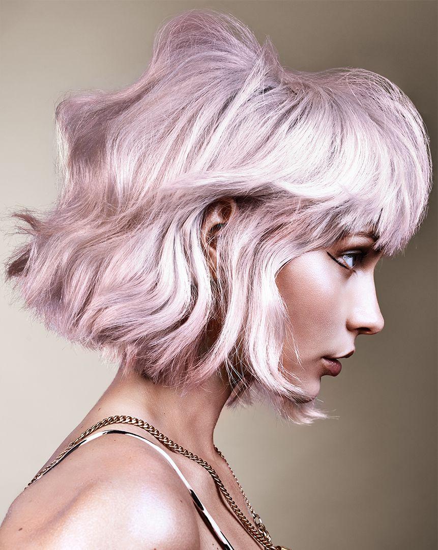 Silver hair  tingere i capelli di grigio è il colour trend più cool ... a8183587f7c6